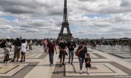 """Ante repunte de COVID-19, París es declarada zona de """"alerta máxima"""