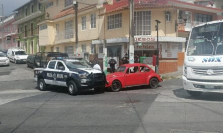 Choca patrulla de policía Municipal en la zona centro de Xalapa