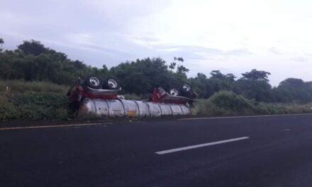 Pipa volcada en la autopista La Tinaja – Cosamalopanen, transportaba material flamable y tóxico