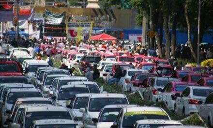 Megamarcha de taxistas en protesta contra las app de movilidad Uber, Didi, Cabify desquicia a la CDMX