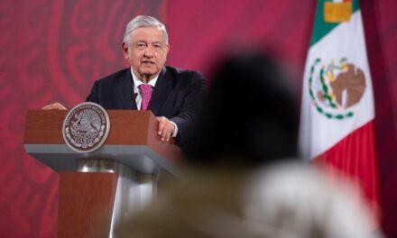 """""""No es conmigo, es con la Constitución"""": AMLO pidió a ciudadanos no dejarse manipular por gobernadores de la Alianza Federalista""""Aclarar, para que no vayan andar diciendo que no les queremos entregar recursos"""", dijo el presidente de México"""