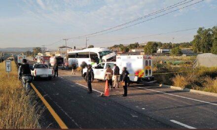 Choque entre autobús y camioneta deja dos muertos y 6 lesionados en Hidalgo