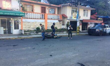 Motociclista resulta lesionado tras sufrir un accidente con camioneta del Municipio