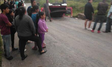 Se voltea camioneta en la localidad de Plan de Sedeño, 4 personas lesionadas