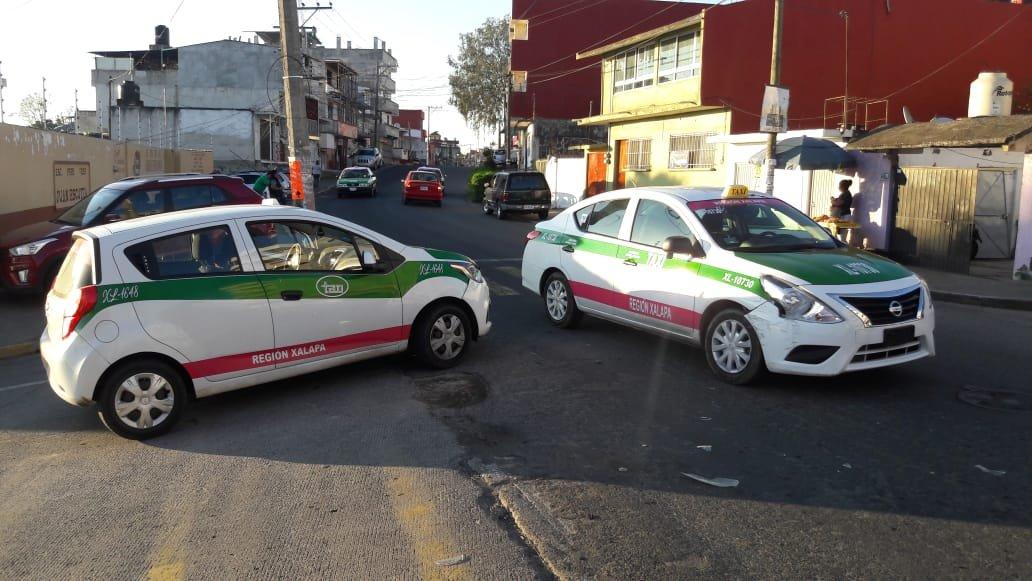 Chocan dos taxis en la zona del Sumidero