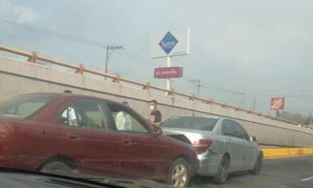 Choque sobre la Avenida Lázaro Cárdenas, a la altura de la Estancia Garnica