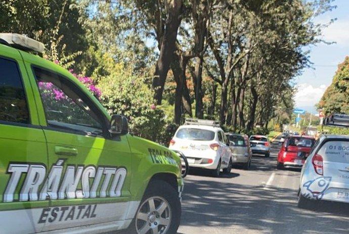 Accidente de tránsito sobre la avenida Lázaro Cárdenas, a la altura de Home Depot