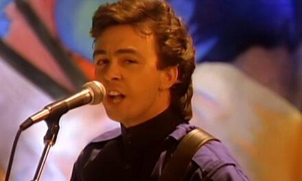 Fallece Tony Lewis, vocalista de la famosa agrupación británica de los 80's 'The Outfield'.