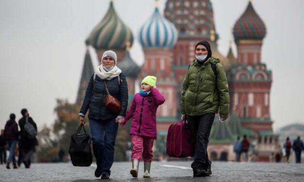 Rusia no planea confinamientos pese a récord de muertes por COVID-19: Kremlin