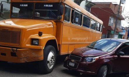 Choque en calle Magnolia esquina con calle Francisco Ferrer Guardia