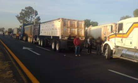 Transportistas bloquean la autopista México-Pachuca y México-Querétaro,