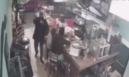 VIDEO. Encañonan a niña durante un asalto en Cuautitlán