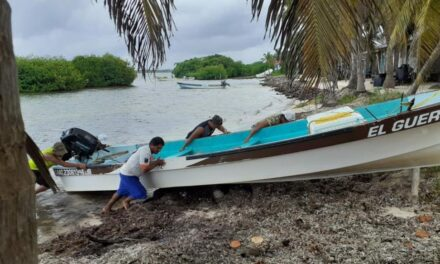 Evacuan a pescadores del centro y sur de Quintana Roo