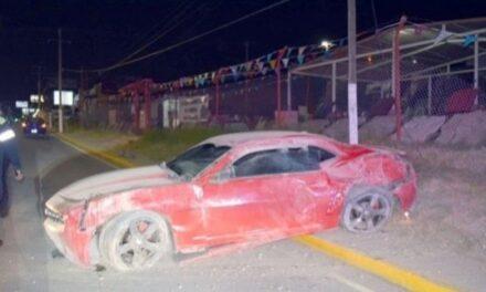 Ebrio conductor abandona su Camaro y  a su novia tras accidente en la ciudad de Piedas Negras Coahuila