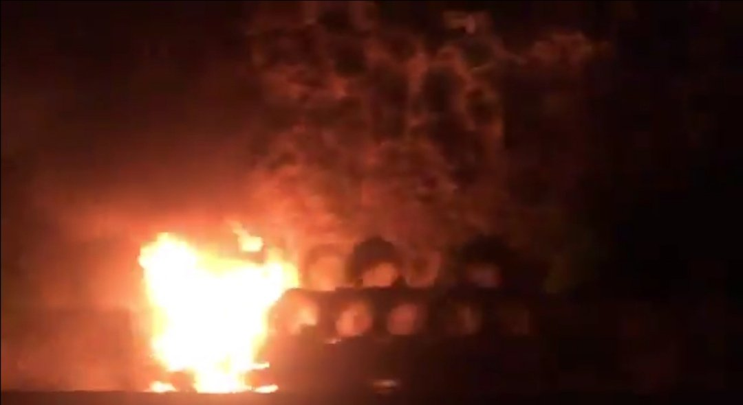 Se incendia trailer sobre la carretera Xalapa-Veracruz, a la altura de Cerro Gordo