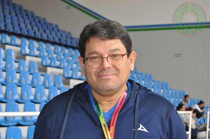 Armando Navarrete Munguía, entrenador de voleibol