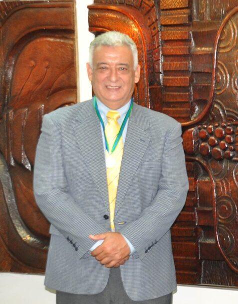 Rey Acosta Barradas recibió el Premio al Decano 2020