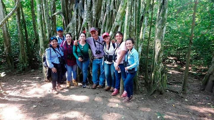 En la imagen, con estudiantes de la Maestría en Economía Ambiental y Ecológica, de visita en la Reserva La Mancha, Actopan