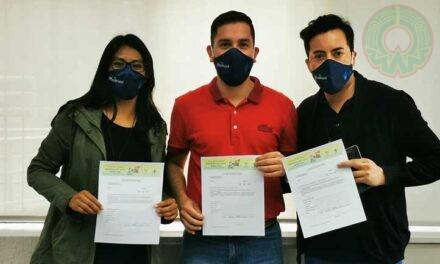 """Directivos y personal UV se suman a campaña """"Apadrina una carta desde casa"""""""