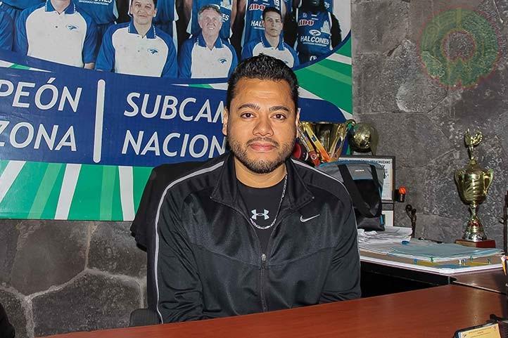 Néstor Hernández Flores, entrenador de basquetbol