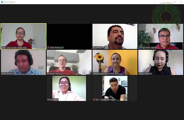 """El conversatorio """"Mi experiencia y perspectivas"""" se realizó en el marco del 40 aniversario del Centro de Idiomas de la región Veracruz"""