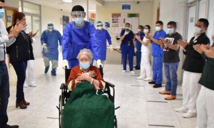 Abuelita de 97 años le ganó la batalla al COVID-19 en IMSS Nuevo León