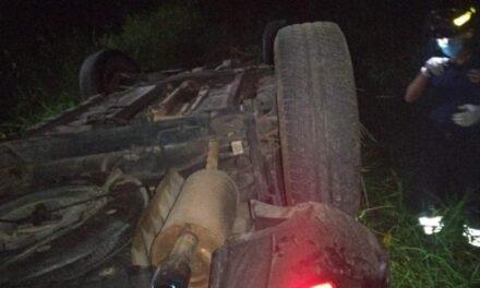 Volcadura en el libramiento de Coatepec, 2 personas heridas