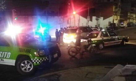 Fuerte accidente entre taxi y camioneta en la avenida Américas