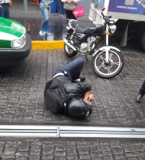 Motociclista lesionado en accidente de tránsito en la zona centro de Xalapa