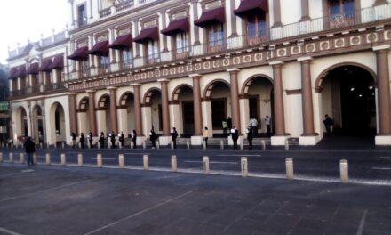 Feministas se manifiestan pacíficamente frente al Palacio de Gobierno en la calle Enríquez para exigir cese la violencia contra las mujeres.