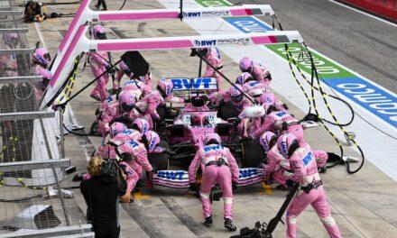 """""""Otro podio que regalamos"""": Checo Pérez estalla tras error de Racing Point en los pits que le abrió camino a Ricciardo"""