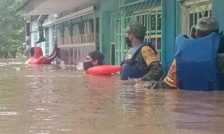 Se desborda el río Aguadulcita; hay mil 200 afectados
