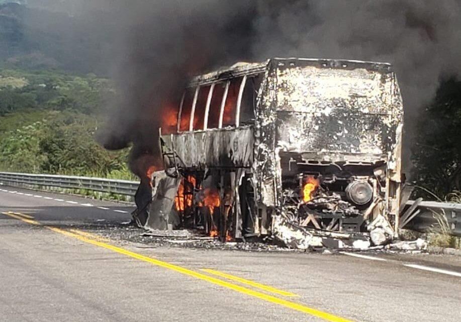 Video: En Chiapas se quema autobús en la autopista Arriaga-Ocozocoautla