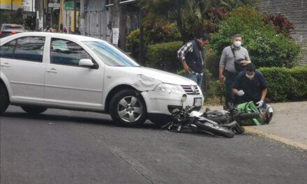 Motociclista lesionado en la avenida Manuel Avila Camacho en Xalapa