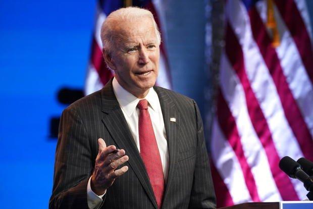 Joe Biden suma a excolaboradores de Barack Obama a su equipo