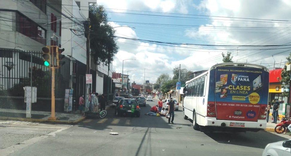 Motociclista lesionado en accidente de tránsito sobre la avenida Ruiz Cortines en Xalapa