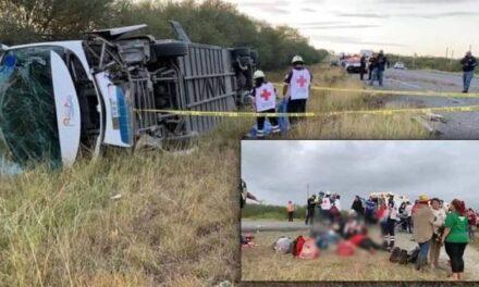 Autobús en que viajaban manifestantes de FRENA vuelca en Tamaulipas, 2 personas perdieron la vida