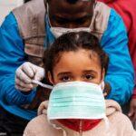 Vacuna no pondrá fin al coronavirus y seguirá habiendo 'supercontagiadores', advierte OMS