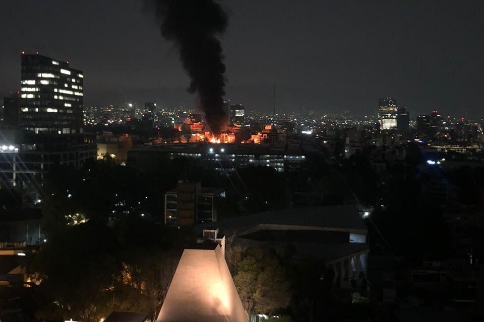 Video: Se registra fuerte incendio en Avenida Universidad, CDMX