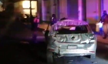 Cae automóvil del puente de Miguel Alemán en Xalapa