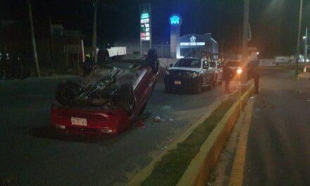 Volcadura de auto  en el bulevar Xalapa-Banderilla