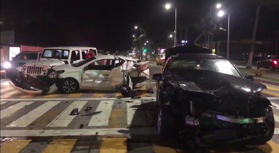 Video: 5 autos involucrados en fuerte accidente en Boca del Río