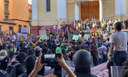 Marchan al centro de Xalapa por Día Internacional de la Eliminación de la Violencia contra la Mujer