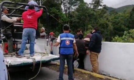 Muere hombre al caer de puente Atoyac