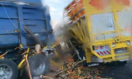Aparatoso choque de dos tráileres y un torton deja cuatro lesionados en carretera Puebla – Xalapa, a la altura de El Seco