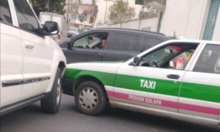 Accidente de tránsito sobre la avenida Miguel Alemán en Xalapa