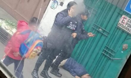 Nuevamente se desvanece vendedora de verduras de la calle Poeta Jesús Diaz, sufre de convulsiones!