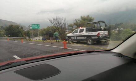 Persona sin vida sobre el carril de acceso a la autopista en Ciudad Mendoza-Orizaba
