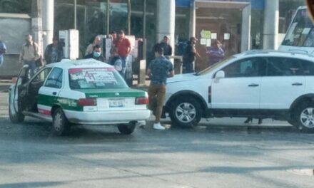 Choque en la avenida Lázaro Cárdenas, a la altura de Urban Center en Xalapa