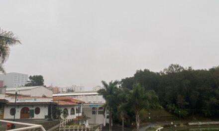 En el estado de Veracruz persiste cielo nublado con potencial para nieblas y lloviznas dispersas, las lluvias mas importantes se prevén en la zona sur. El viento del norte pierde intensidad pero aún se prevén rachas frescas a fuertes en la costa centro-sur.